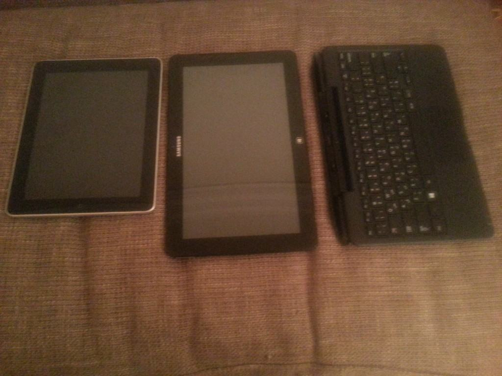 Ativ PC Pro 700T next to the First Gen Ipad and the keyboard of the Ativ